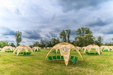 Friendship Garden camping foto på Tomorrowland